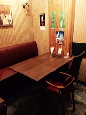 4名様のテーブル席です。お子様の椅子もあります!