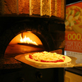 本場イタリアより直送した特注品の石窯!!こちらの石窯を使って高温で一気に焼き上げるpizzaはもちもちふわふわです!是非一度ご賞味くださいね♪♪女子会、誕生日、記念日、歓送迎会にオススメ♪女子会/誕生日/飲み放題/チーズフォンデュ/個室/イタリアン/難波/心斎橋/コンパ/ガーデン