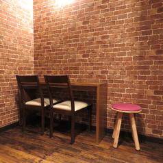 店内奥にはプライベートな空間で美味しいお酒が堪能できるカップルシート