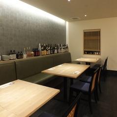 最大12名までの宴会に!テーブル席は落ち着いた雰囲気でおいしいお料理をお楽しみいただけます。中人数の宴会も承ります。