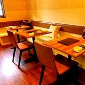 テーブルは可動式となっておりますので、人数に合わせて結合が可能です。最大8名様まで。