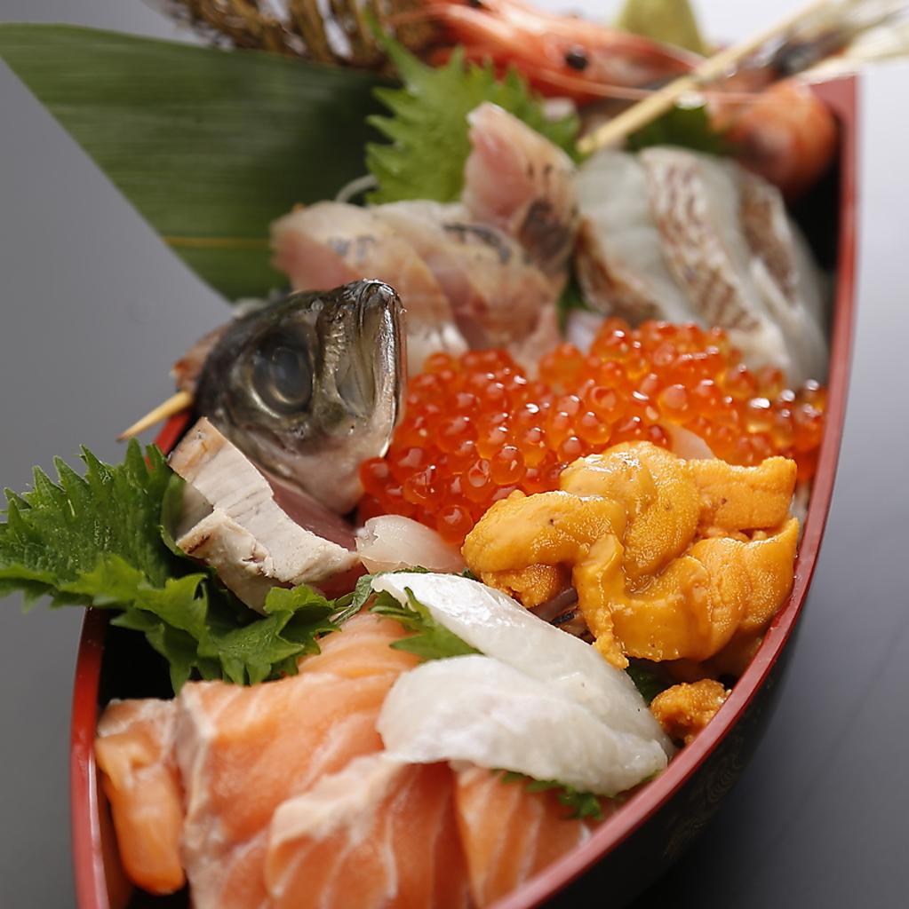 舟盛り海鮮丼!!実はこれ、海鮮丼なんです!!