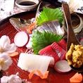 季節によって仕入れる内容が変わる鮮魚のお造りは絶品です…