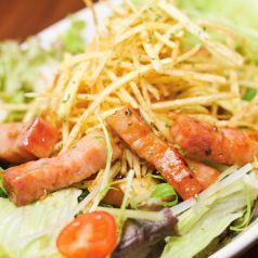 料理メニュー写真ベーコンとキノコの和風サラダ