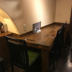【テーブル2~4名席×5卓】地下の静かな空間ですので都会の喧騒から離れ隠れ家のようにお寛ぎいただける落ち着きのある店内で本格十割蕎麦などのお食事をお楽しみいただけます。少人数向けのお席ですがテーブルレイアウトの変更も可能ですので4名様~18名様まで忘新年会や歓送迎会等各種ご宴会にもご利用いただけます。