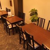 4・6・6名のテーブル席あり