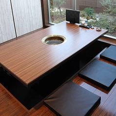 6名様テーブルを6卓ご用意しております。