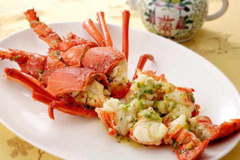 料理は目にも鮮やか。季節ごとの旬の食材を贅沢に使用。テレビで放映されました。