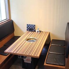 6名様席を2卓ご用意しております。