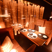 幻想的な竹を眺めるテーブル