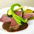 料理メニュー写真フランス産バルバリー種 鴨胸肉のコンフィ