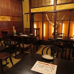 幹事さんに人気の1階テーブル席個室、兼六の間。自由な席レイアウト承ります。1階奥にある個室対応可のお部屋です。最大16名程入れます。