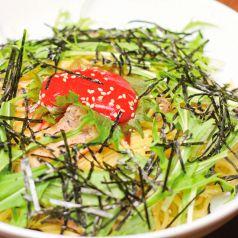 料理メニュー写真地鶏と大葉の梅肉パスタ