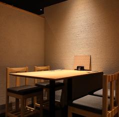 半個室テーブル席4つ(1名~4名) 繋げると8名テーブルになります。