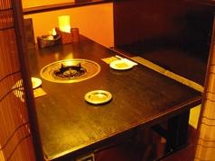 お食事やご宴会にピッタリの掘りごたつ個室は4部屋完備。コロナ対策としても機能しております。