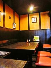 4名様でご着席頂けるテーブル席。落ち着いた雰囲気となっております。