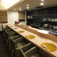 最大5席までの広々カウンター席。目の前でお料理の調理風景を楽しめます!ゆったりとした椅子でのんびりお料理を楽しめます!