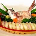 料理メニュー写真活真鯛姿造り寿司付き