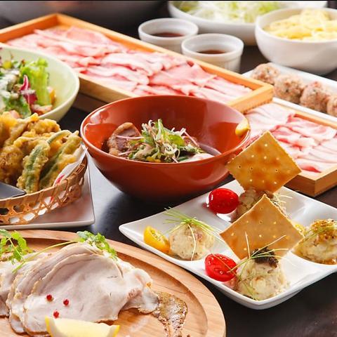 生産者の顔が見え安心安全。豚肉や野菜以外にも、豆腐や卵など地産地消を大切に。