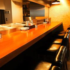 モダンで清潔感のあるカウンターは、デートやお一人でのお食事におすすめです。カフェの様な雰囲気で、女性の方でも気兼ねなくご利用いただけます。