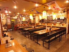 広々とした店内。席の組み合わせで多様な人数に対応できます。80名様まで貸切でもご利用できるタイプです。(応相談)