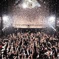 【メインフロア】常設のキャノン砲による紙吹雪は演出効果抜群◎誕生日や記念日のお祝いに使用したり、使い方はあなた次第!ご要望があればお申し付けください。