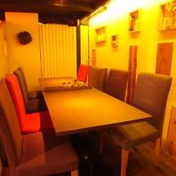 8名様のテーブル席