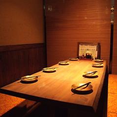 5~8様までご利用可能な完全お座敷個室。ゆったり空間では掘りごたつ式で時間を忘れて楽しいひと時を。