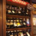 1階には種類豊富なワインが並びます