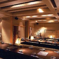 掘りごたつ式の個室。10名様~58名様まで防音の可動式パーティションでどんな人数にも対応できます。