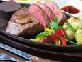 料理メニュー写真赤身肉の1ポンドステーキ