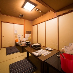 座敷席、テーブルつなげて、10名様までの個室、8名様ほどで個室対応出来ます。(平日の個室対応は6名様ほど、ただし予約状況により)、宴会や接待に、各種コース、牡蠣食べ放題でご利用下さい。