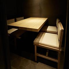 個室は4名様までご利用可能です。個室料10%を頂いております。隠れ家風の落ち着いた店内で会合や接待など大切なお客様とゆったりとしたひと時をお過ごし下さい。