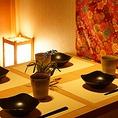 お初天神店では個室席は完全個室となっており、ほかのお客様の目を気にすることなく、お料理やお飲み物などをお楽しみいただくことができます。また、落ち着いた雰囲気のなかでゆっくりとお仲間と会話をお楽しみいただくこともできます。