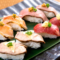 【九州自慢×肉寿司4種盛り合わせ】 新鮮で上質な 桜肉(馬赤身・馬タン) 鶏肉(鶏タタキ) 牛肉(ローストビーフ) を、素材の味をそのままお楽しみいただきたく、お寿司としてお出しいたします。