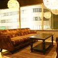 ゆったりくつろげるソファー個室。2名様~8名様まで人数に合わせて仕切らせていただきますので、ご要望ございましたら、お気軽にお問い合わせください。宴会・合コンに人気席!!
