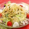 料理メニュー写真フカヒレ入り海鮮サラダ