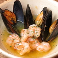 料理メニュー写真海老とムール貝のオイル煮
