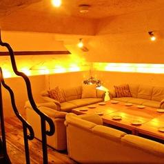 【最大25名様まで】ご利用可能。地下空間のソファー席は貸切でのご宴会やパーティに最適です。