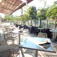 緑に囲まれたテラス席は心地良い風が吹き抜け、食事も会話も一層楽しくなります★ランチやカフェ利用はもちろんディナーのご利用もお待ちしております!【女子会/デート/ランチ/ウエディング/ランチ/カフェ/スイーツ/中野/駅近/おしゃれ】
