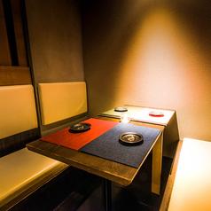 【少人数様向個室席】4名様までご利用可能な個室席です。個室席ですのでお子様連れのお客様も安心してお食事をお愉しみ頂けます。お得な食べ飲み放題プランもご用意しておりますので是非ご利用ください。