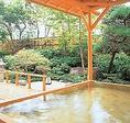 箱根おにごり湯でお寛ぎください!クーポン特典で「温泉無料☆サービス」☆箱根火山の噴煙地として有名な大涌谷を源泉とする温泉。硫黄、カルシウムを含む硫酸塩泉で、美肌、動脈硬化の予防に効果的です。☆日本庭園に囲まれた露天風呂では秋には紅葉、冬には雪景色などが楽しめます。
