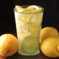 凍結レモンサワー¥550/おかわりは¥300にて♪