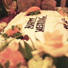 新郎新婦の代金無料★幸せな2人を祝福する大きなホールケーキ。大切なセレモニーも是非DOMOSで