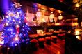 入り口側ソファーにたたずむ2.5メートルクリスマスツリーは必見!!
