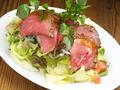 料理メニュー写真ROAST BEEF SALAD/ ローストビーフサラダ