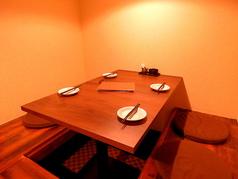 人気の半個室席では落ち着いた雰囲気でお食事いただけます。