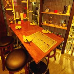 ハイチェアテーブル席  2~26名までOK 半個室にもなります。