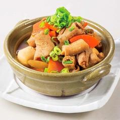 料理メニュー写真【カツオのダシが香る】 吾平の湯豆腐/【吾平名物】 豚もつ田舎煮込み