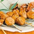 料理メニュー写真鶏もも串 /合鴨つくね串/鶏皮串